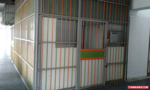 se vende local frente al c.c. la california norte caracas