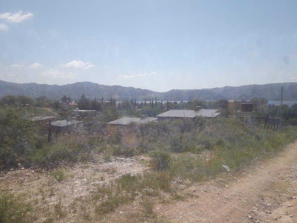 se vende lote en lago azul 1600 mts - z/ carlos paz - escritura