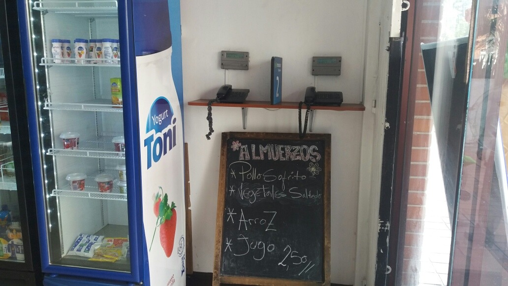 se vende minimarket-cafeteria