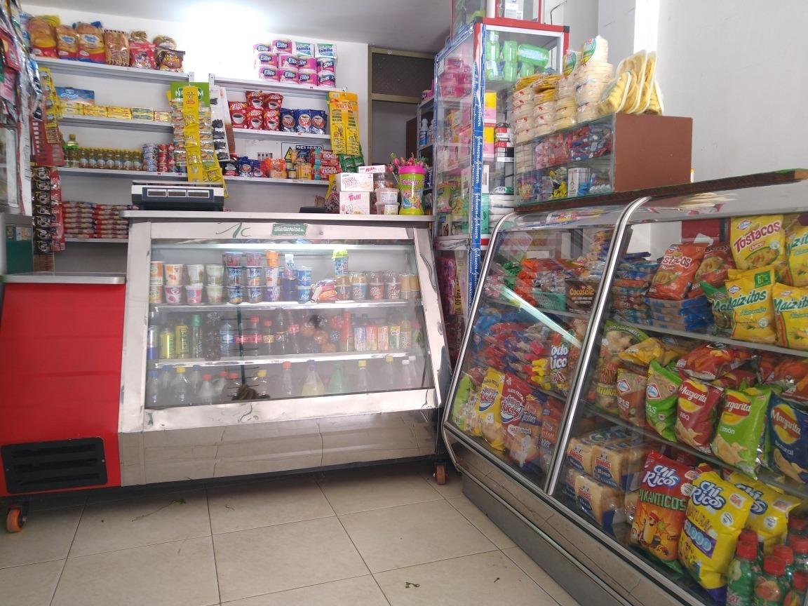 se vende minimercado con frutas y verduras