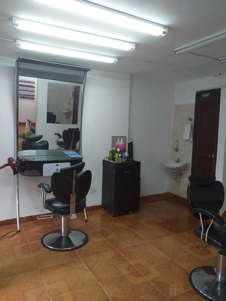se vende montura para peluqueria.