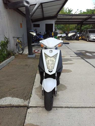 se vende moto agility fly 125cc blanca