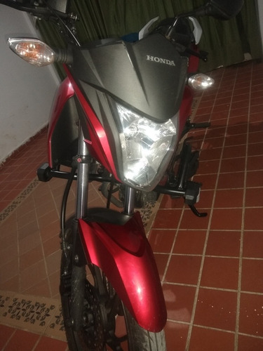 se vende moto honda cb125f