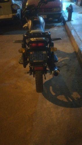 se vende moto lineal esta practicamente nueva  ssedan 2017