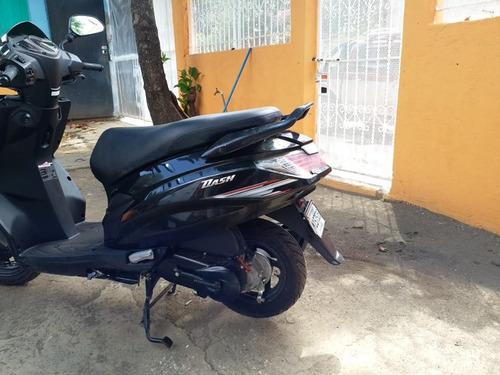 se vende moto scooter 2018