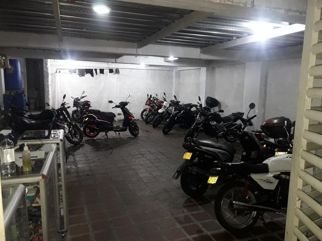 se vende o se permuta parqueadero de motos