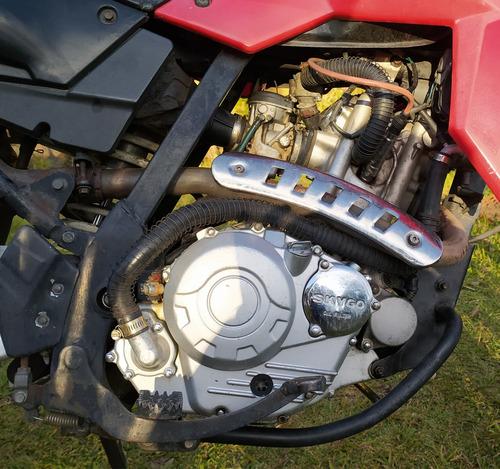 se vende para reparar skygo motard 250 está completa.