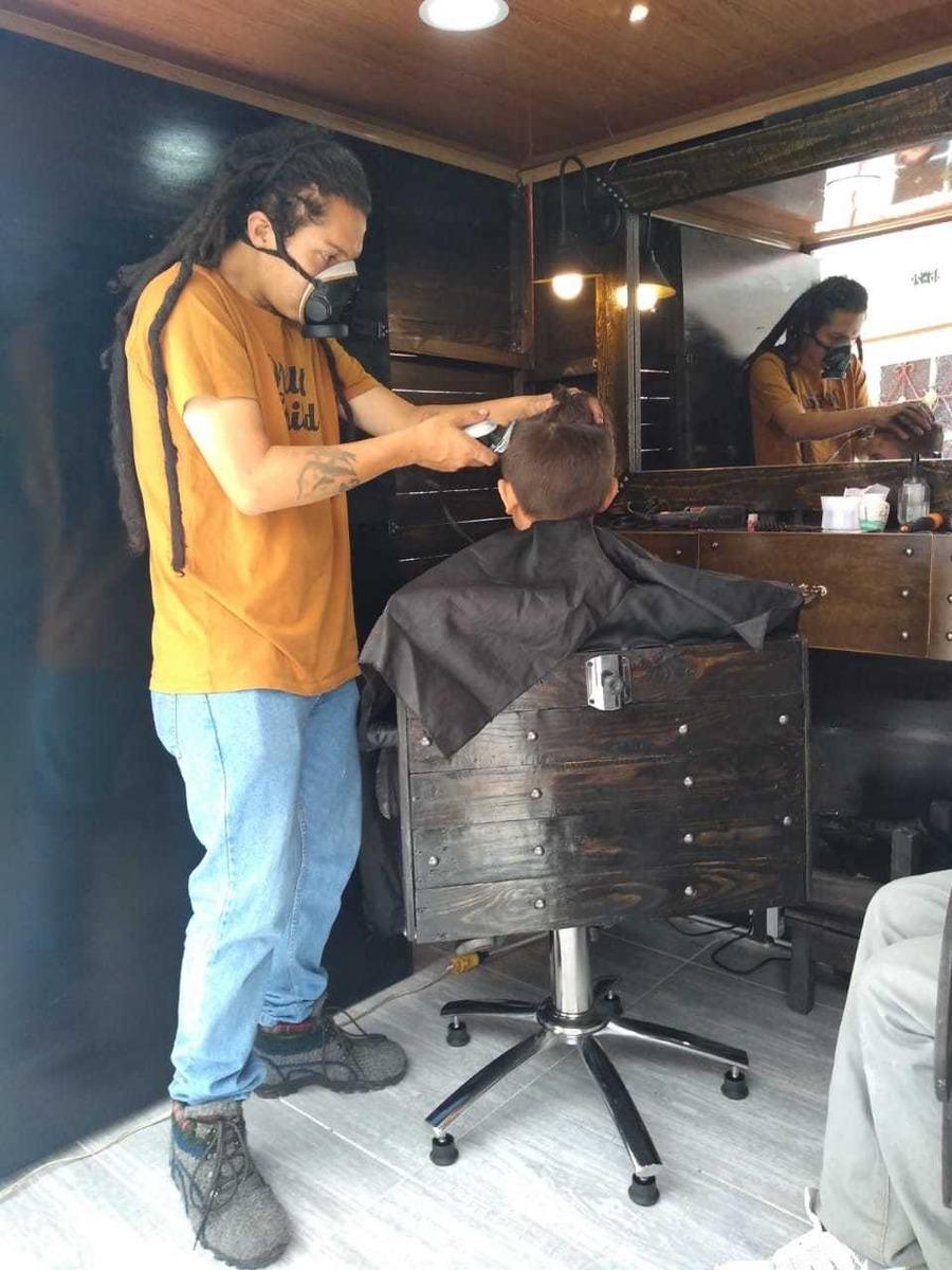 se vende  ,peluqueria ,barbería  móvil