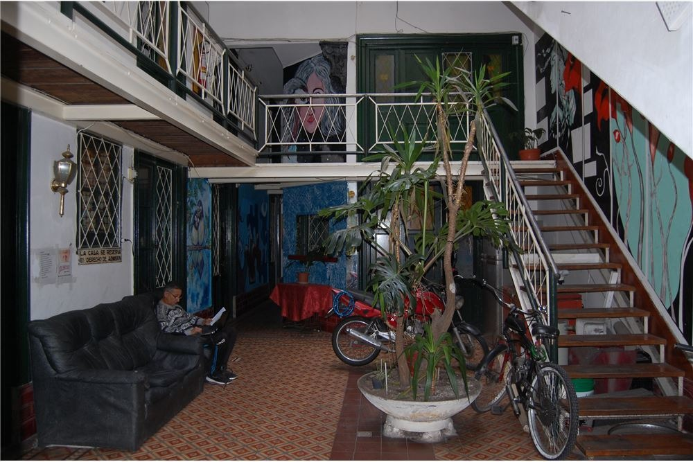 se vende pensión de 38 habitaciones en el centro