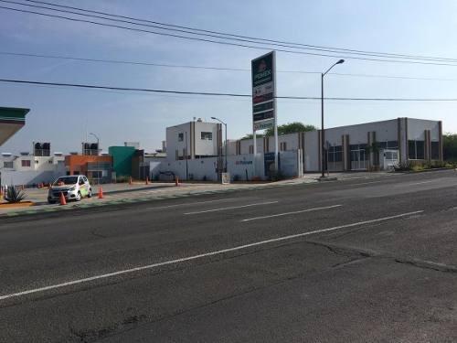se vende plaza comercial con auto-lavado y 5 locales en ciudad del sol..
