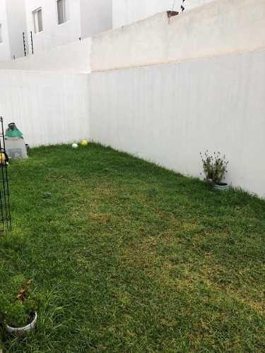 se vende preciosa casa en la condesa juriquilla, 4ta recamara en pb, jardín,.
