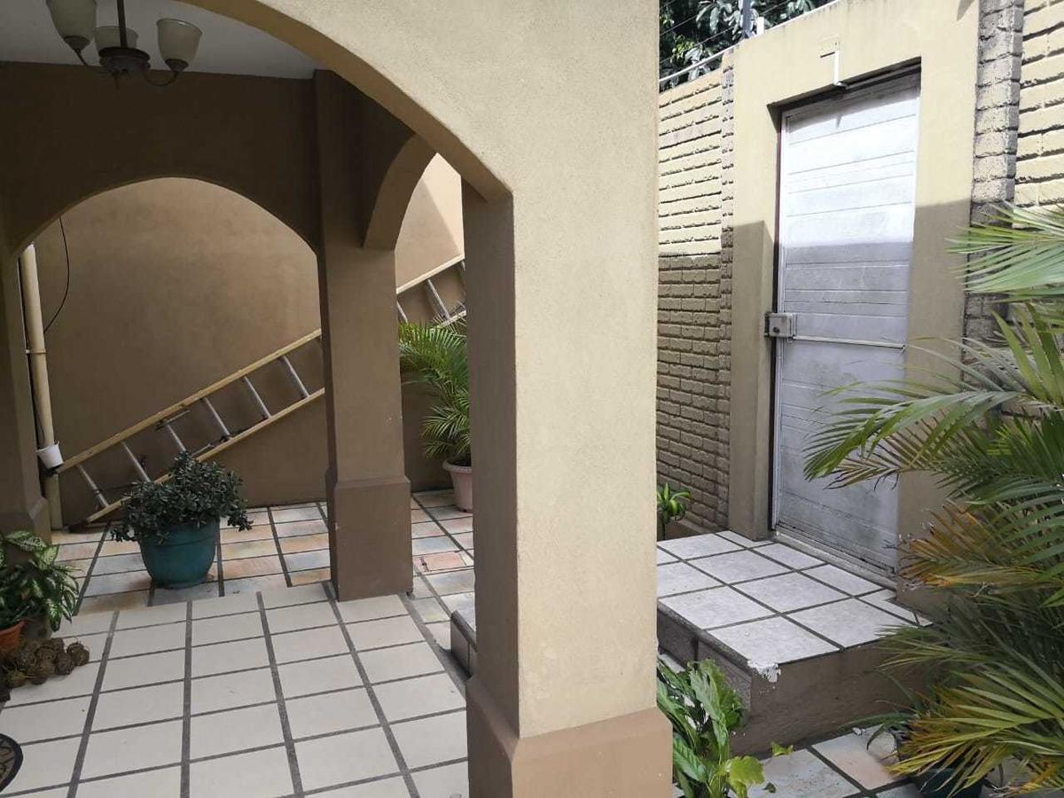 se vende preciosa casa esquinera de dos plantas en cartago
