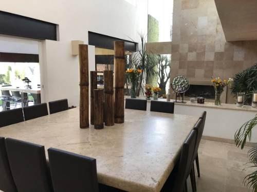 se vende preciosa residencia en balcones de juriquilla, t.900 m2, gran jardín,.