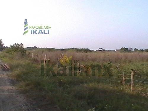 se vende predio en tuxpan veracruz, en colonia petrolera. terrenos en venta de varios tamaños a partir de 667 m² hasta 943 m² en la zona de la laguna de tampamachoco, en las fotos viene el plano para