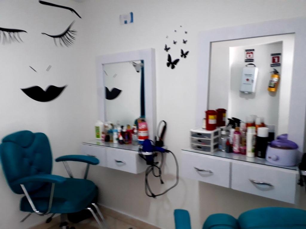 se vende prima y enseres para montar salon de belleza!