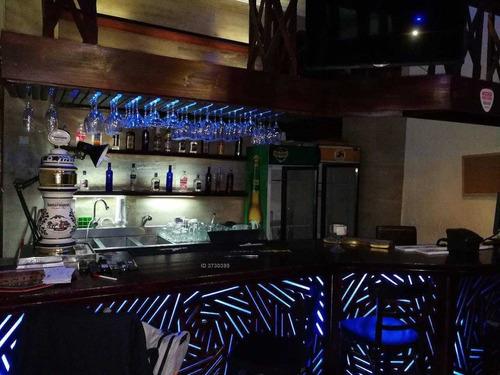 se vende propiedad barrio brasil para negocio de hostal y restaurante con sus respectivas patentes (comercial, restaurante día, restaurante noche)
