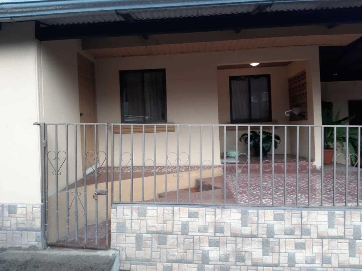 se vende propiedad de dos pisos. casa y tres locales.