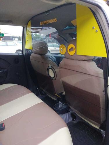 se vende taxi con puesto en compañia