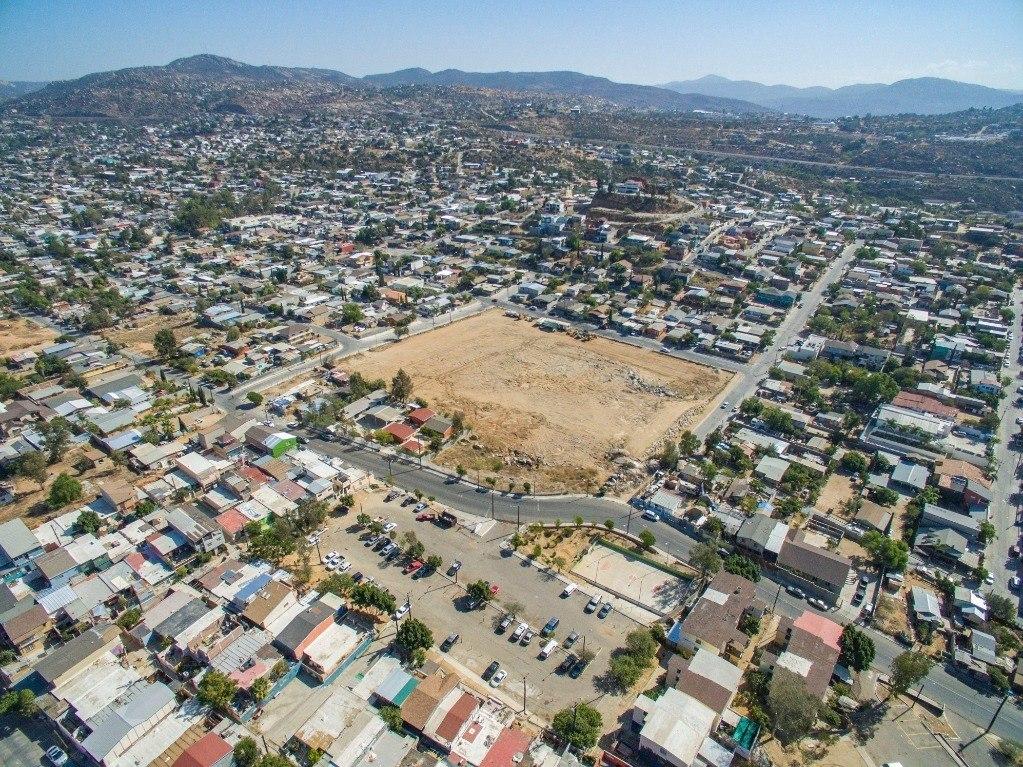 se vende terreno 18,000 m2 en colonia benito juarez, tecate b.c. $1;230,000 dólares.