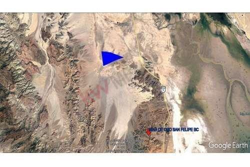 se vende terreno comercial atrás de la mina de oro san felipe bc.