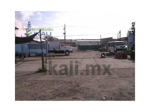 se vende terreno comercial tuxpan veracruz, 2600 m² frente a liverpool, 2600 m² en 'l' teniendo de frente 36 m. ubicado en la colonia zapote gordo en tuxpan, veracruz, muy cerca de la zona de centros