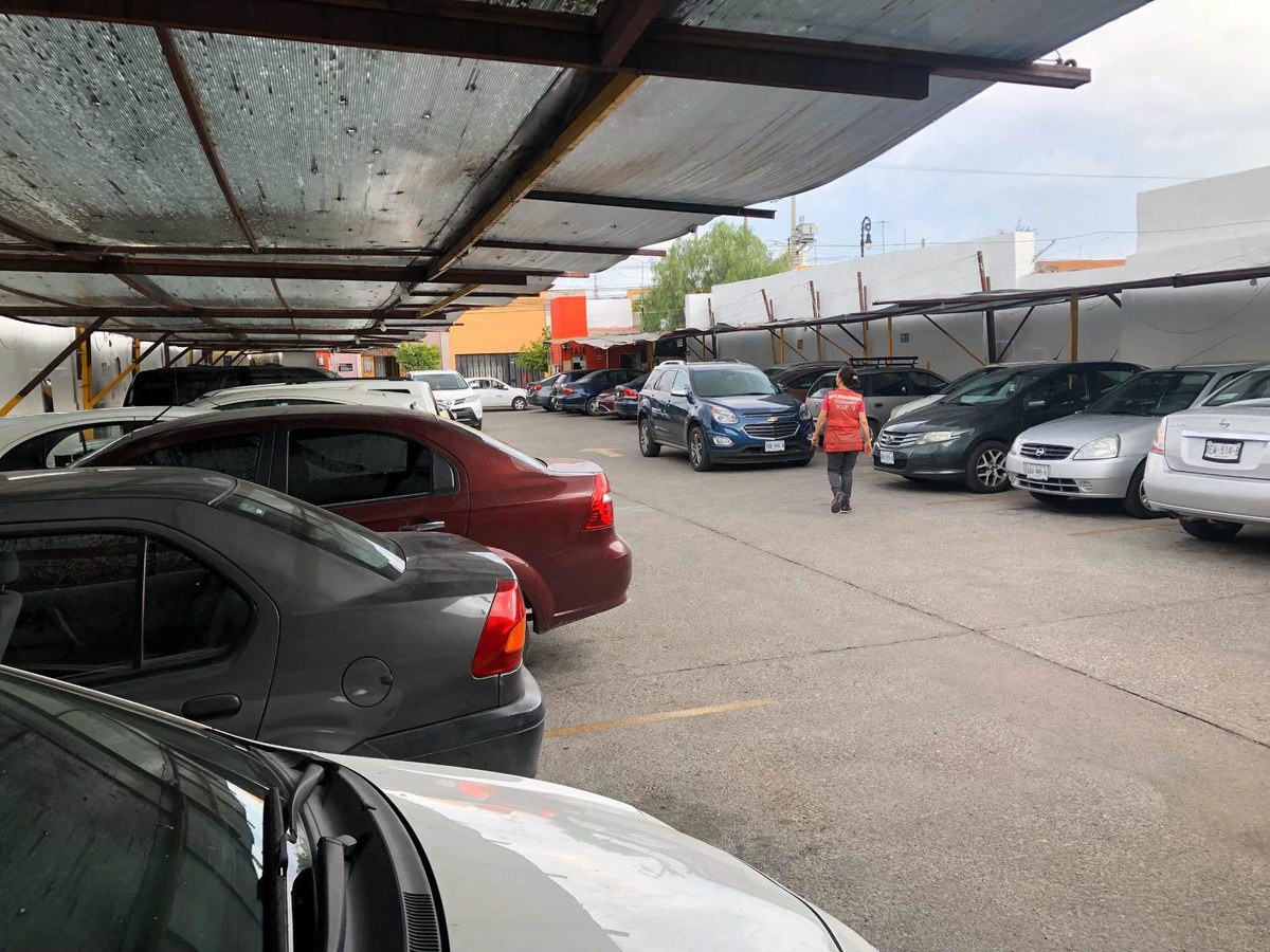 se vende terreno con estacionamiento zona centro
