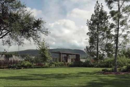se vende terreno en altozano con vista al lago