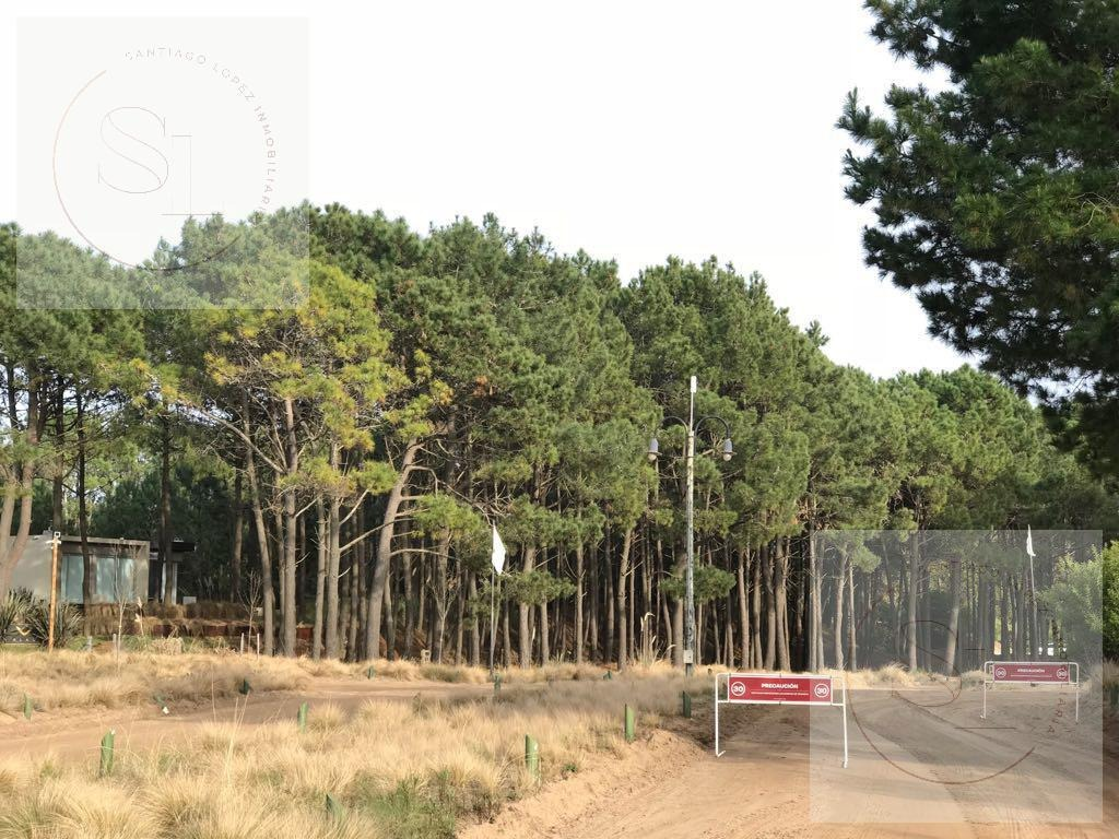 se vende terreno en residencial i de costa esmeralda, numero 554! area que mira al golf!