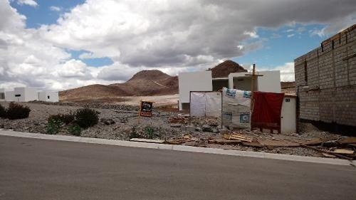 se vende terreno en zona residencial frente a parque