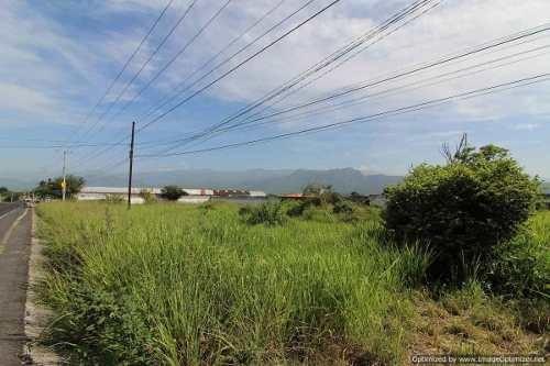 se vende terreno ideal para desarrollo habitacional /comercial a poca
