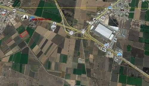 se vende terreno  sobre carretera # 57  qro.  cdmx. 1.56 h