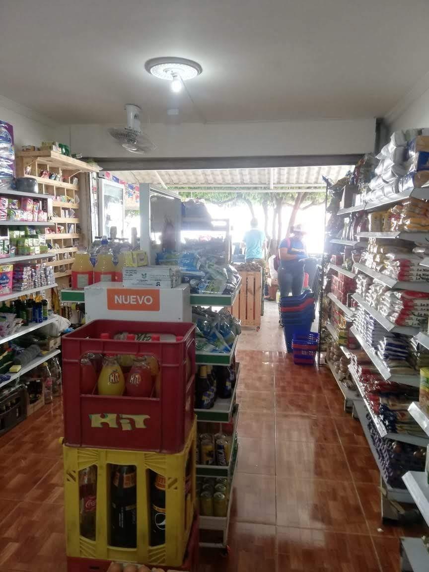 se vende tienda en ofertaa buen punto, barrio el socorro