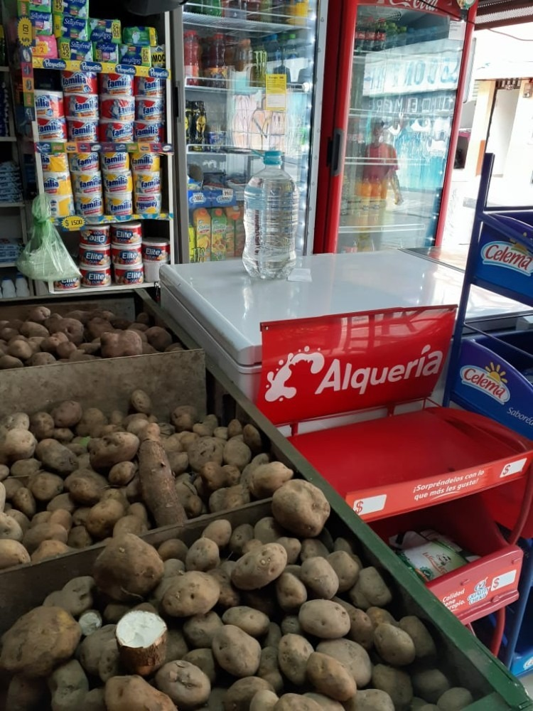 se vende tienda granos y verduras
