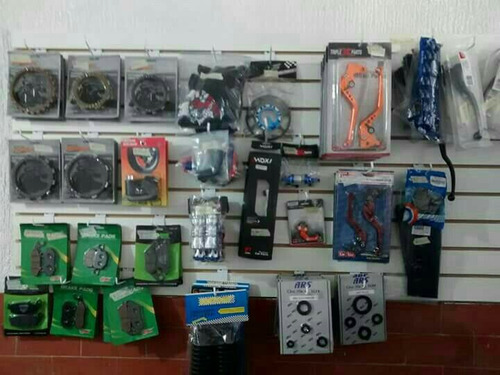 se vende todo lo relacionado para montar taller de motos