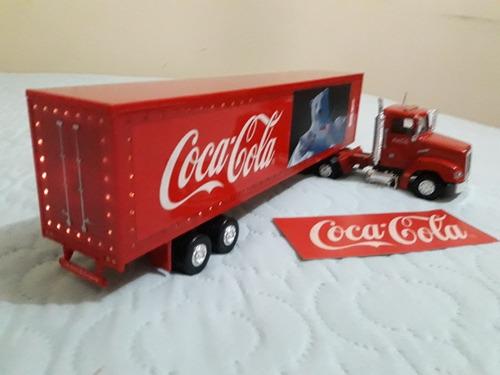 se vende trailer navideño de coca cola con luces.