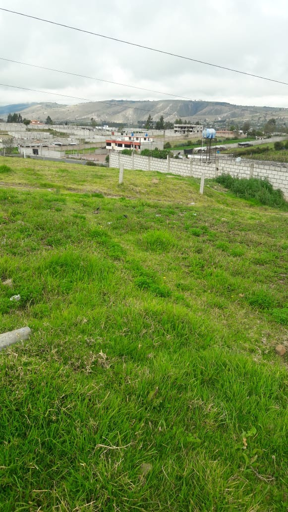 se vende un lote de terreno de 408 m a 5 min de latacunga.