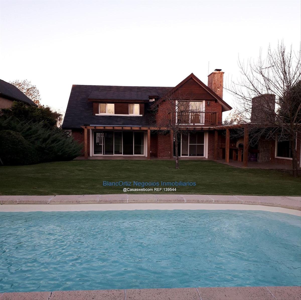 se vende/alquila casa en la tahona 3 dormitorios piscina