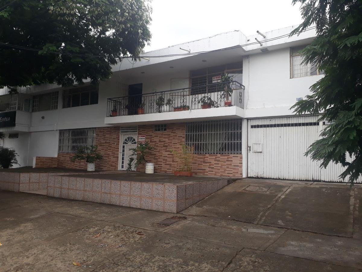 se vende,casa amplia,barrio la flora,sobre avda secundaria.