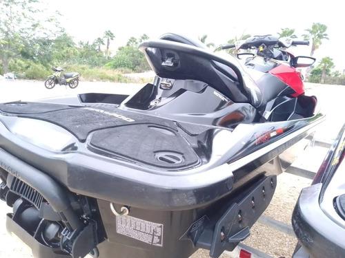 se venden 2 motos acuáticas marca sea doo  excelentes cond.