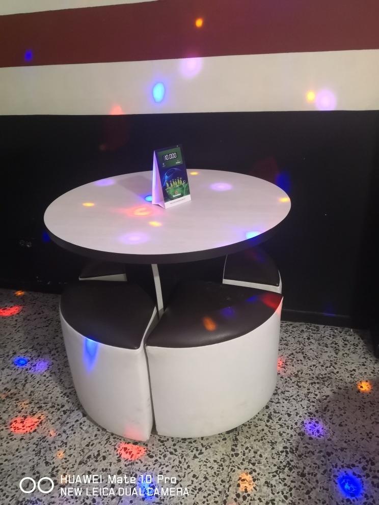 se venden muebles, neveras, barra y telón para video beam