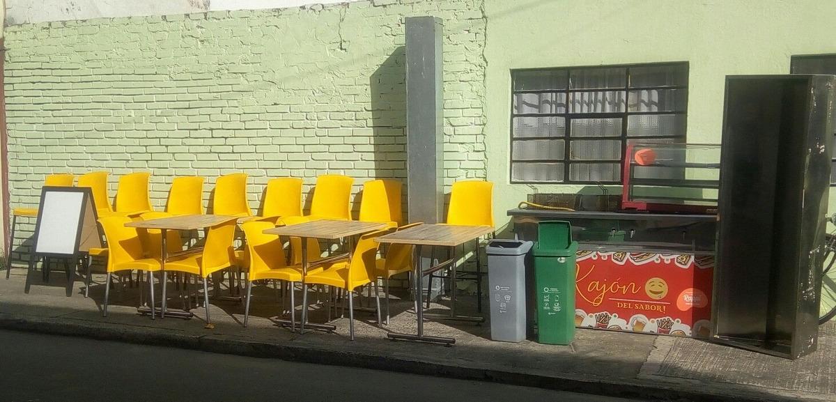 se venden muebles para negocio
