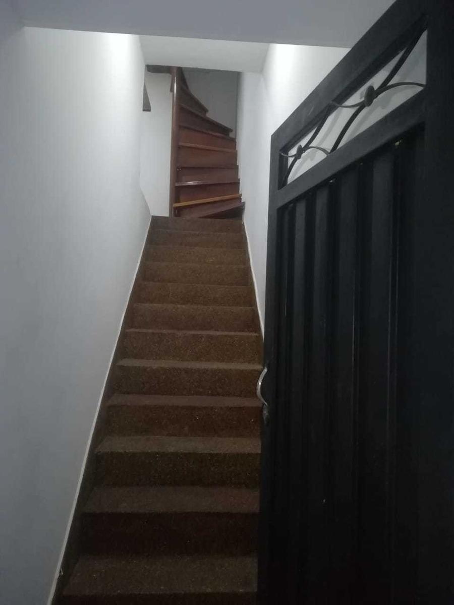 se vende/se cambia casa unifamiliar de 3 habitaciones