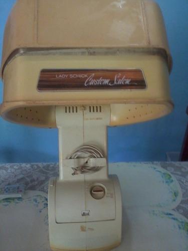 secador de pelo antiguo tipo pedestal.