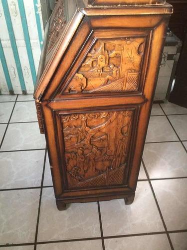 secreter vitrina china de los 60s tallada finamente madera