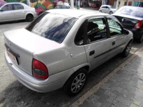 sedan carro corsa