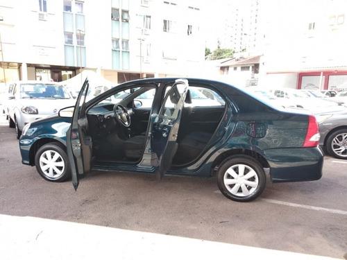 sedán etios sedan toyota etios