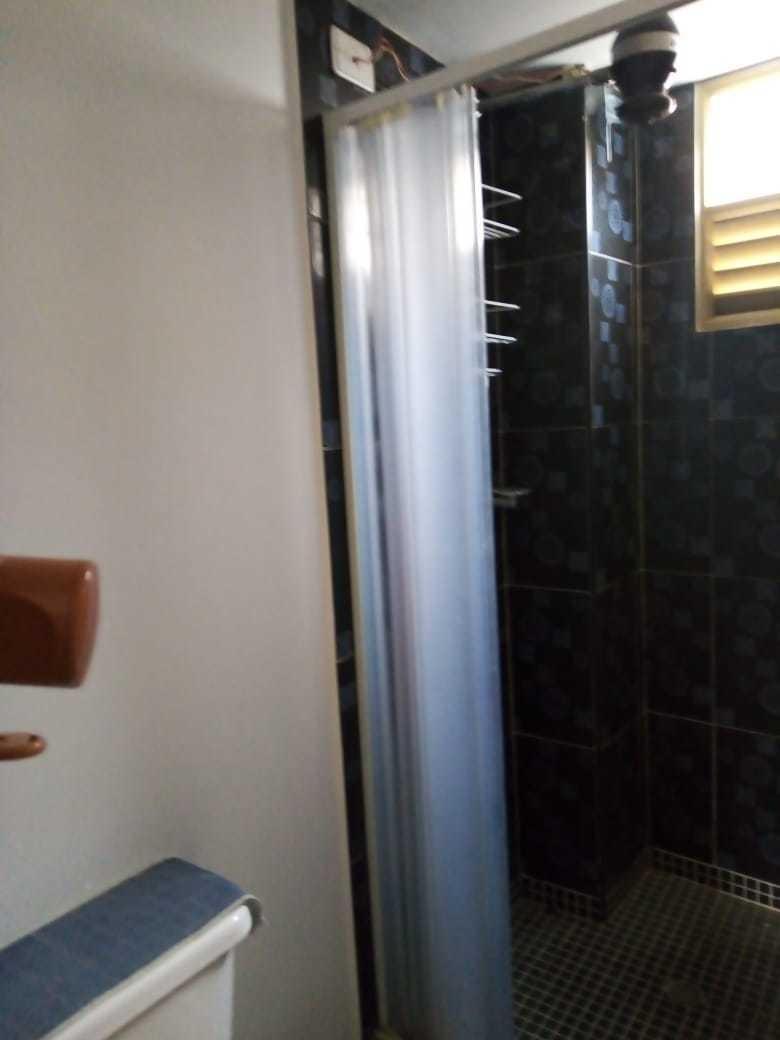 segundo piso 2 habitaciones, 1 baño.