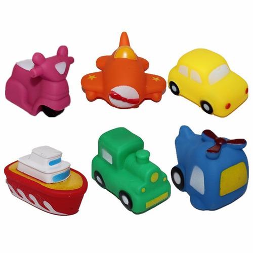 seis vehículos flotan y gimen para jugar en la bañera
