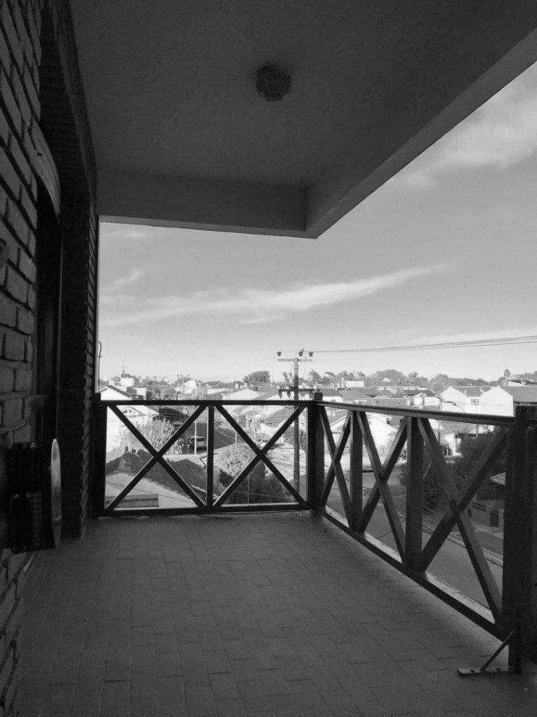 semi piso de dos ambientes con doble balcón y cochera doble