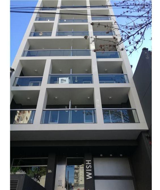 semipiso 2 amb balcón y cochera -  c/renta